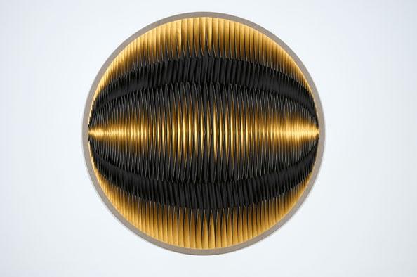 Liquid Light: 75 Degrees, 2013, acrylic, Belgium linen, pins, timber,115 cm diameter