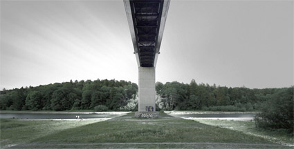'Großhesseloher Bridge' 2004, 125 cm x 220 cm, C-Print, Diasec on Glass, framed.<br />