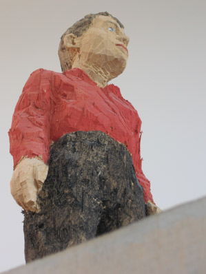 'Man with red shirt' (Detail), Painted wood; 162 x 40 x 40 cm