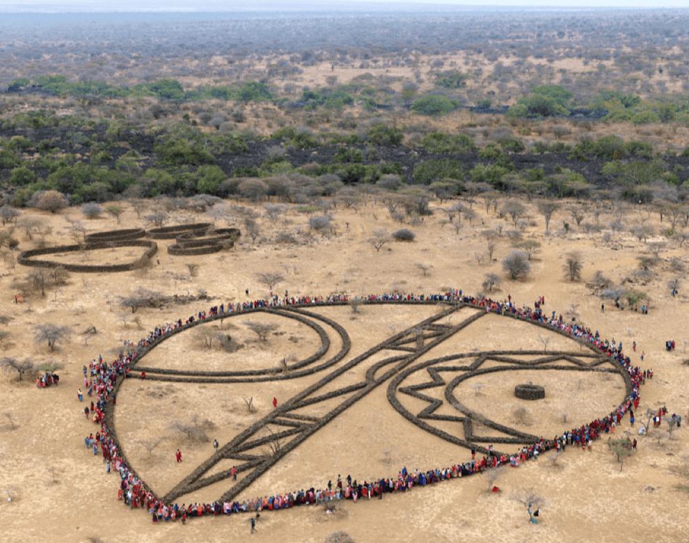 'Shield, Kenya', 2010, C-Print, Diasec Face, 102 x  130 cm, edition of 12 + 1AP